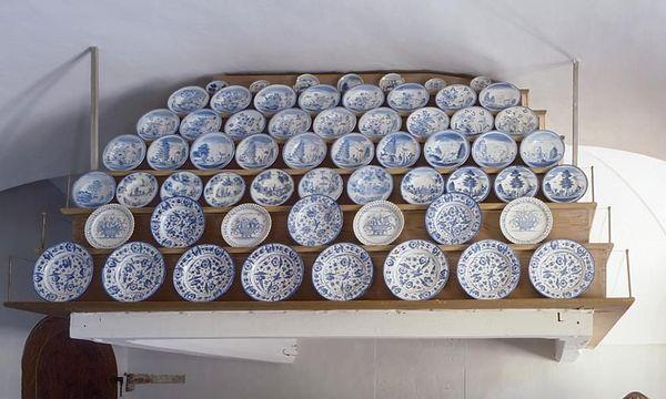 Keramik in der Schauküche von Schloss Favorite Rastatt; Foto: Staatliche Schlösser und Gärten Baden-Württemberg, Arnim Weischer
