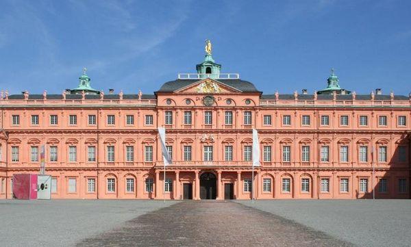 Frontalansicht des Residenzschlosses Rastatt; Foto: Staatliche Schlösser und Gärten Baden-Württemberg, Sandra Eberle