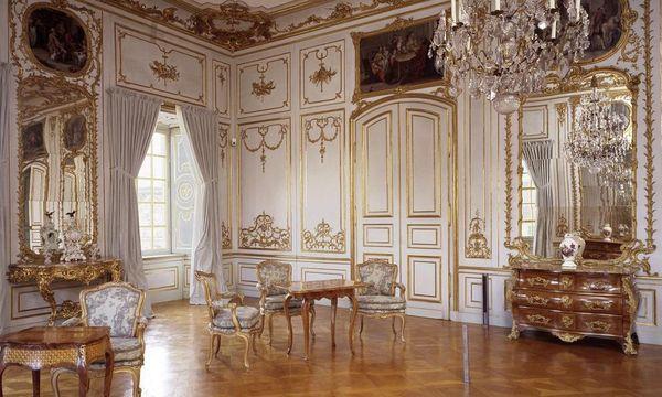 Kommoden und Stühle aus Paris; Foto: Staatliche Schlösser und Gärten Baden-Württembergs, David Franck