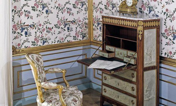Französisches Möbel im Carl-Eugen-Appartement, Residenzschloss Ludwigsburg; Foto: Staatliche Schlösser und Gärten Baden-Württemberg, Ralf Cohen